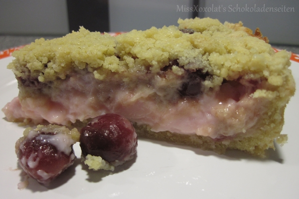 Pudding-Streuselkuchen mit Kirschen