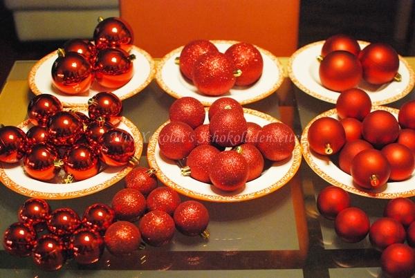 diy kranz aus christbaumkugeln missxoxolat 39 s schokoladenseiten. Black Bedroom Furniture Sets. Home Design Ideas